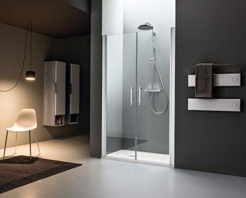 Arblu_bagno_box doccia_piatto doccia_bianco_nicchia_vetro trasparente_profilo cromato_porta battente_essecasa